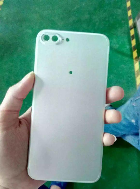 IPhone7Plus Bottomcase 01