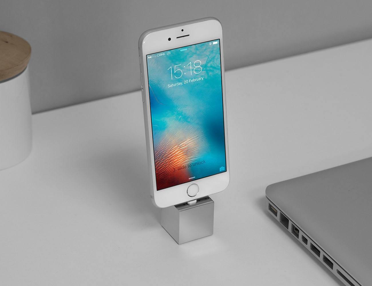 Q iPhoneDockStand 01