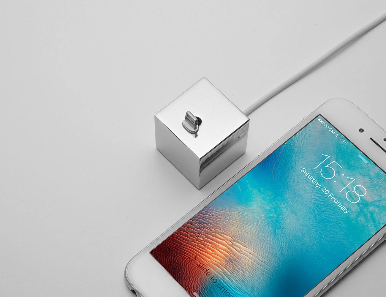Q iPhoneDockStand 03