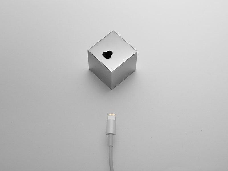 Q iPhoneDockStand 05