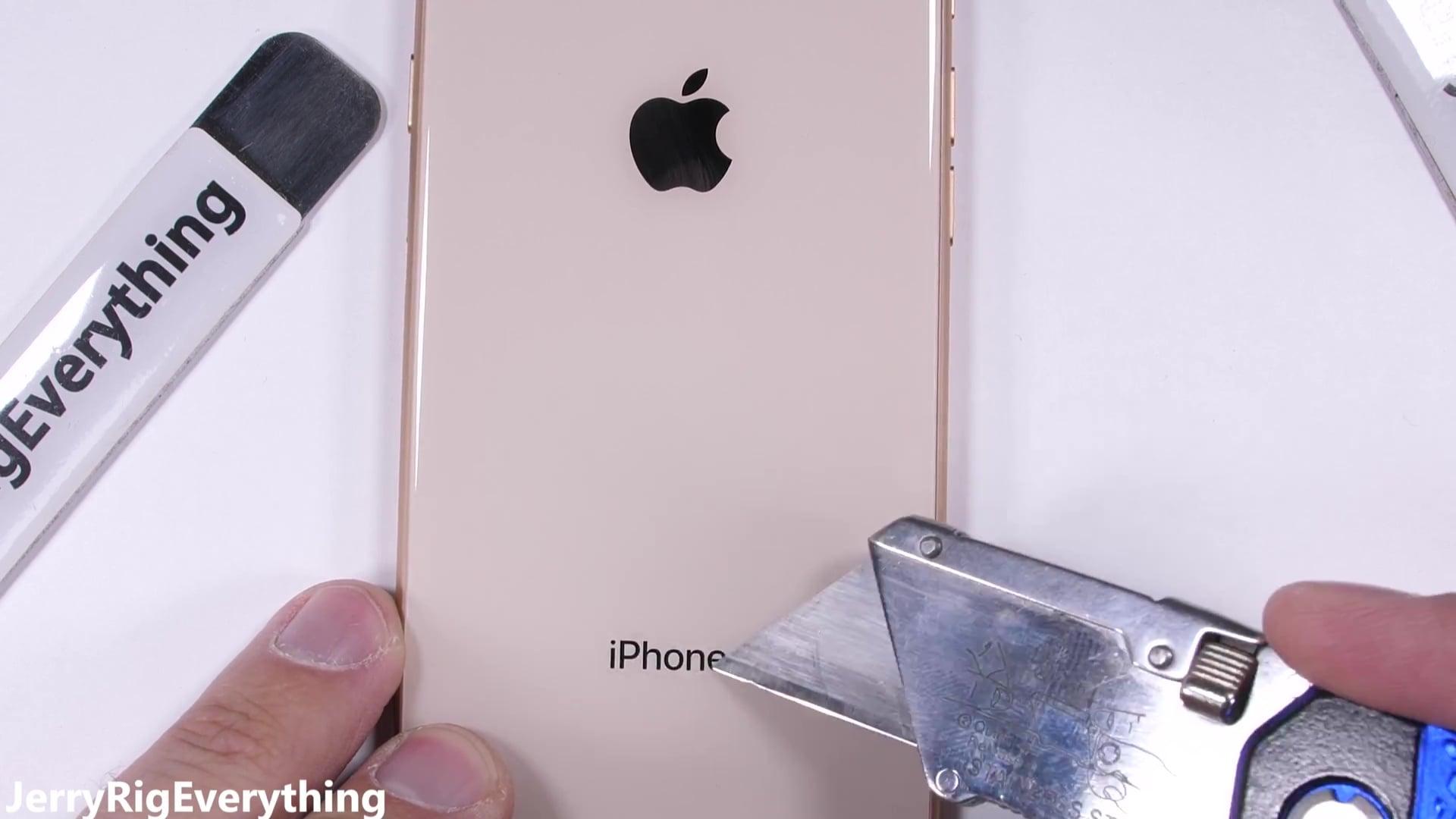 IPhone8 scratchtest 02