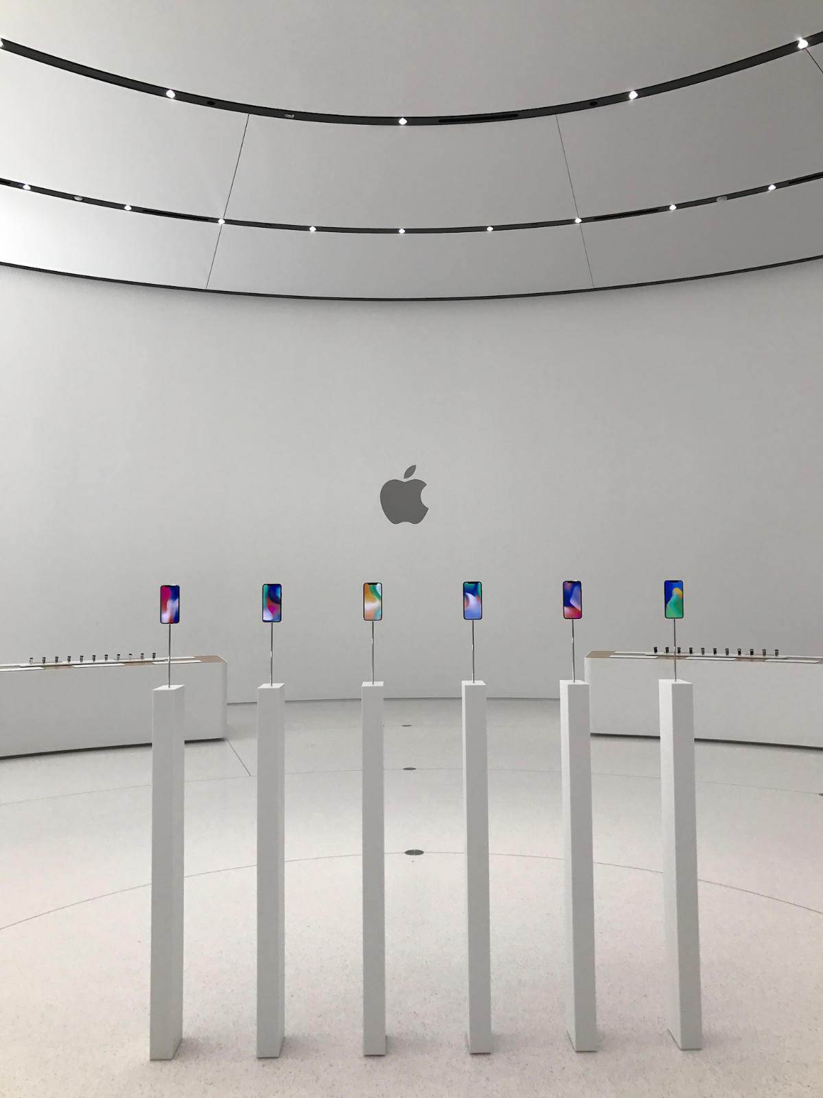 JobsTheater iPhoneX 02