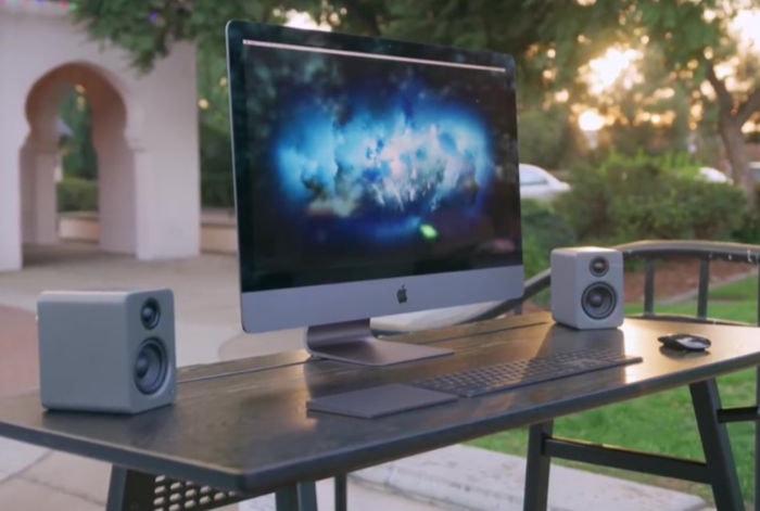AppleBlackLightningCable 03