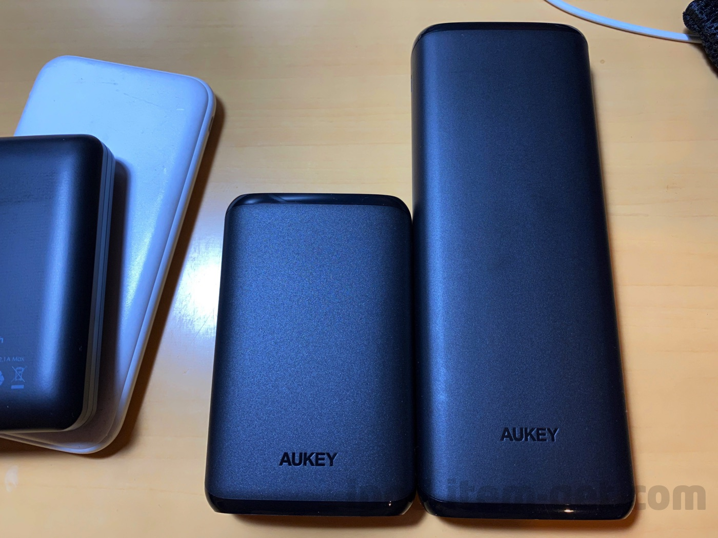 Aukey battery10000mah comparison 04
