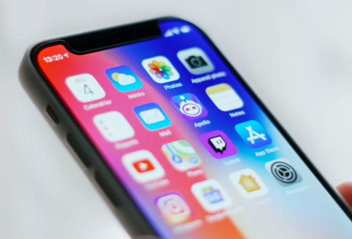 IPhone13 LTPOOLED Display
